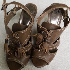 Like new BKE sandals!!